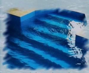 Atypické bazénové schodiště v čele bazénu